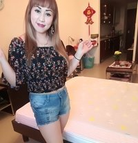 Lily - escort in Muscat