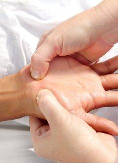 Lina Chinese Massage - masseuse in Al Manama Photo 7 of 8
