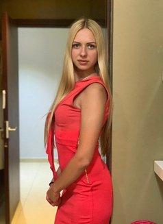 Lindsay - escort in Dubai Photo 3 of 4