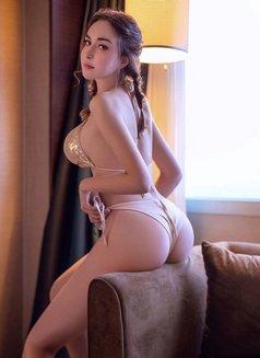 Lisa - escort in Shanghai Photo 3 of 6