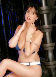 Liz Hilton Mature British Escort - escort in Dubai Photo 1 of 10