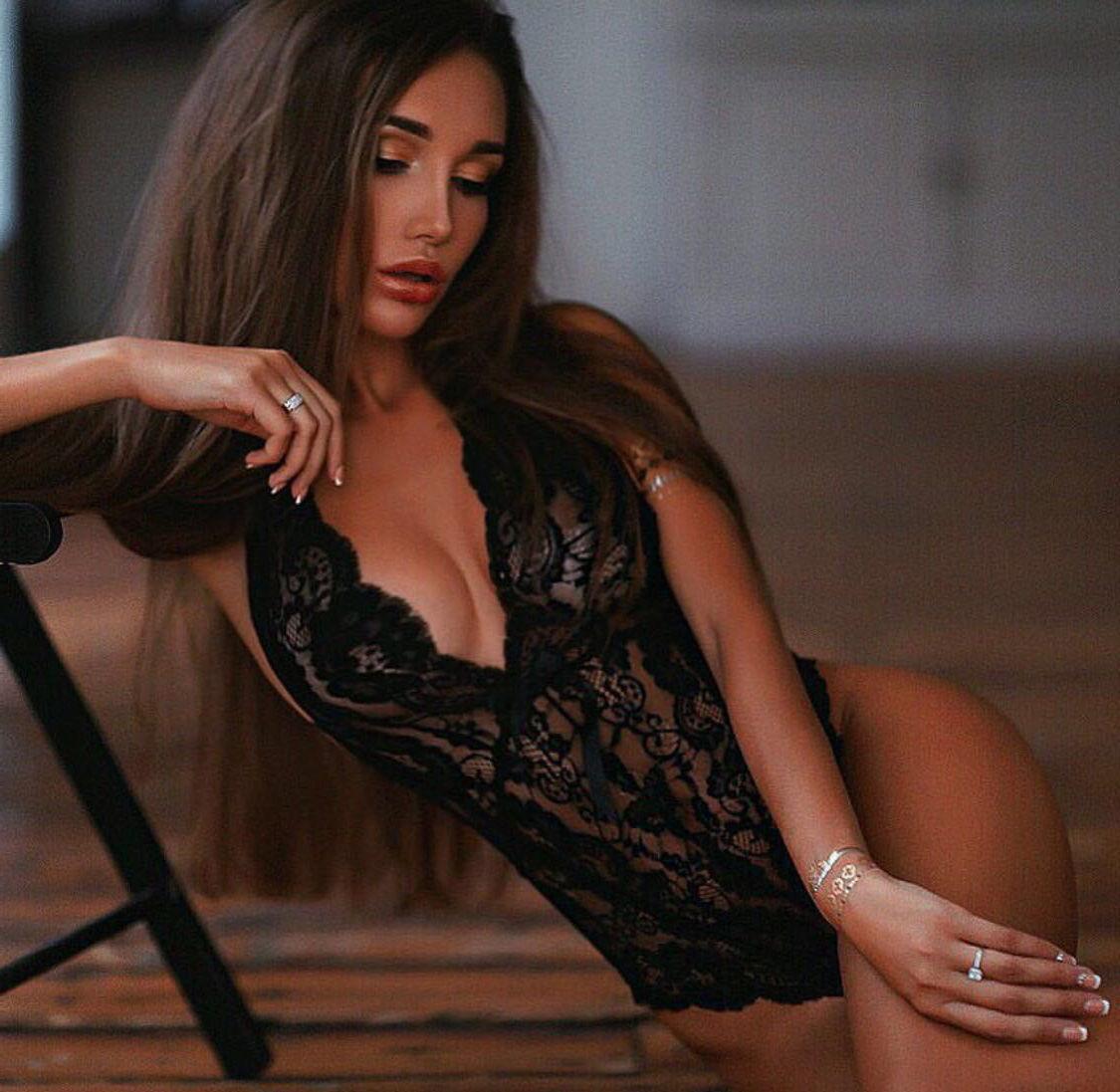 SEXY STRIPTEASE SEKSITREFFI