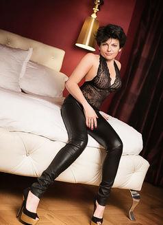 Lolaexclusive - escort in Paris Photo 1 of 6