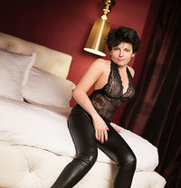 Lolaexclusive - escort in Paris Photo 1 of 6