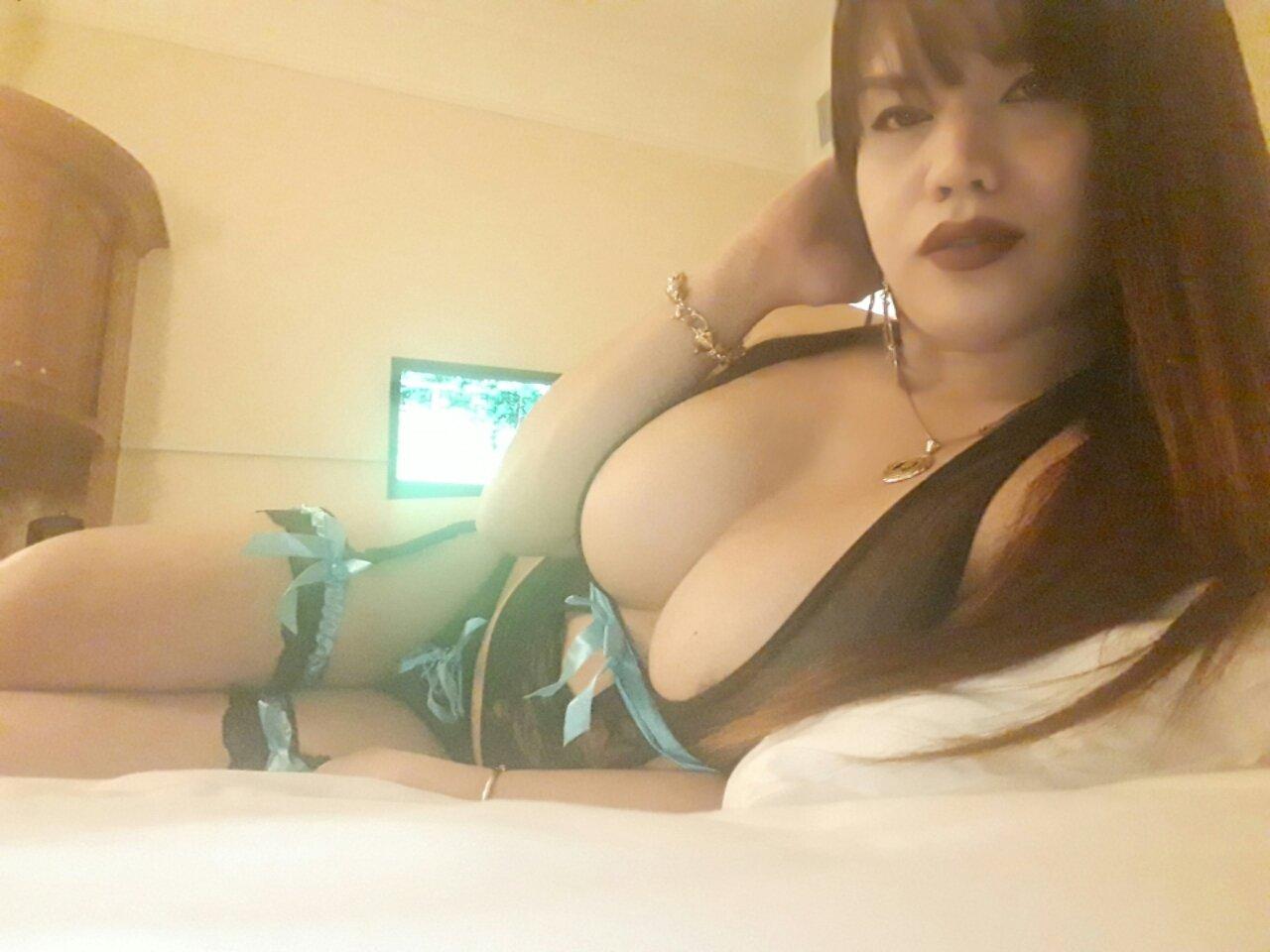 School babe big tits nude