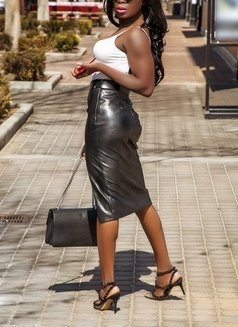 Lulu Jayne Paige   Int. Vip Companion - escort in Singapore Photo 4 of 9
