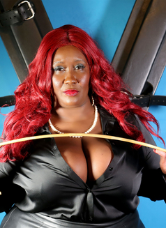 Madame Caramel - dominatrix in Athens Photo 4 of 11