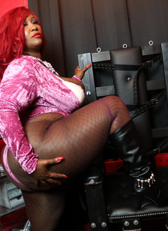 Madame Caramel - dominatrix in Athens Photo 9 of 11