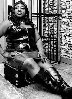 Madame Darkness British Dominatrix in - dominatrix in London Photo 2 of 16