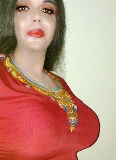 Madhu Randi - escort in New Delhi Photo 18 of 30