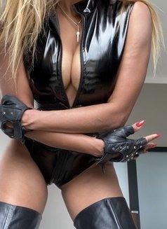 Mistress Geneva - dominatrix in Geneva Photo 2 of 29