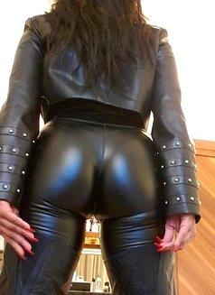 Mistress Geneva - dominatrix in Geneva Photo 3 of 29