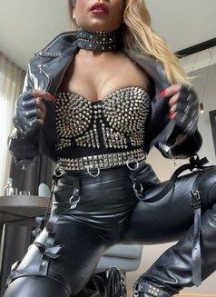 Mistress Geneva - dominatrix in Geneva Photo 6 of 29