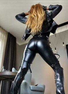 Mistress Geneva - dominatrix in Geneva Photo 9 of 29