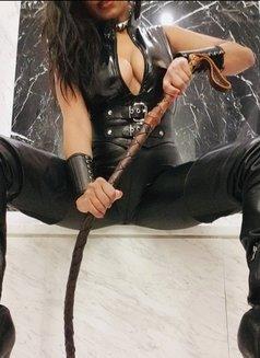 Mistress Geneva - dominatrix in Geneva Photo 17 of 29