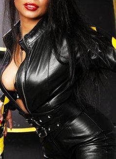 Mistress Geneva - dominatrix in Geneva Photo 10 of 29