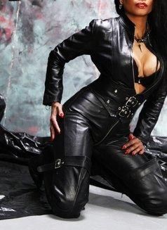 Mistress Geneva - dominatrix in Geneva Photo 5 of 29