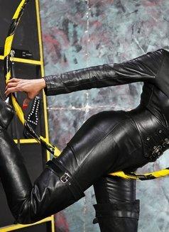 Mistress Geneva - dominatrix in Geneva Photo 13 of 29