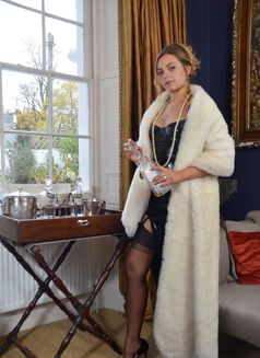 Maitresse Nikky French - dominatrix in Geneva Photo 2 of 5