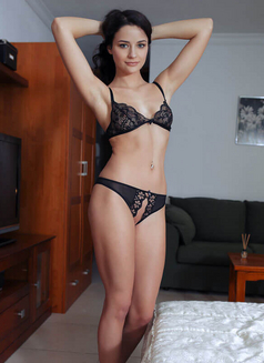 Maria - escort in İstanbul Photo 1 of 2