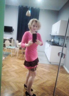 Marlyn from Prague, massage and more - escort in Al Manama Photo 11 of 21
