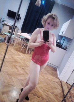 Marlyn from Prague, massage and more - escort in Al Manama Photo 14 of 21