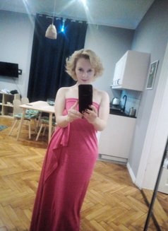 Marlyn from Prague, massage and more - escort in Al Manama Photo 15 of 21