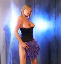 Martina Deluxe - escort in Milan