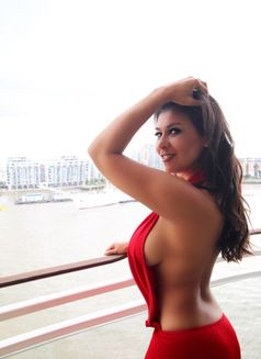 Mature Gina - escort in London Photo 1 of 8