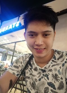 Max - Male escort in Makati City Photo 3 of 3