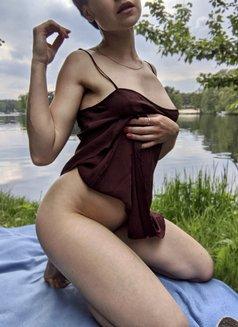 Eve Osyth - escort in Berlin Photo 5 of 8