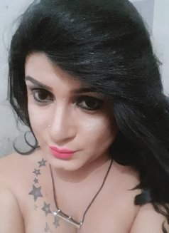 Maya - Transsexual escort in Colombo Photo 13 of 15
