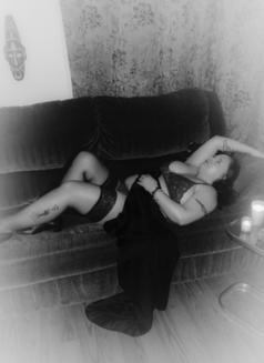 Medoe - escort in London, Ontario Photo 8 of 11