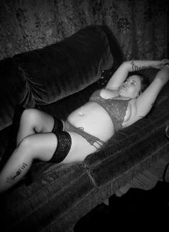 Medoe - escort in London, Ontario Photo 9 of 11