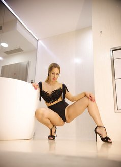 XXX PornStar Melanie Gold - escort in Singapore Photo 4 of 11