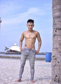 Micheil - Male escort in Jakarta Photo 3 of 7