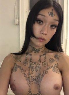 Ming Li - Transsexual escort in Berlin Photo 2 of 6