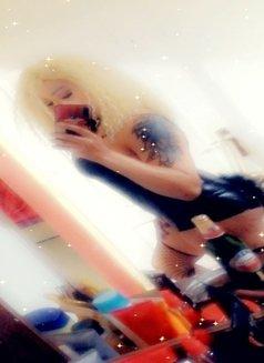 Miskresten - Transsexual dominatrix in Amman Photo 3 of 10
