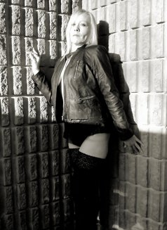 Miss Desiree - escort in Windsor Photo 3 of 6