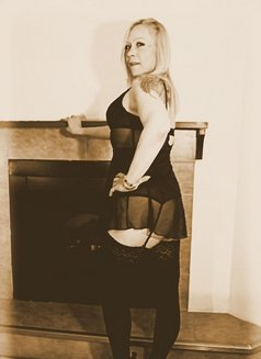 Miss Desiree - escort in Windsor Photo 6 of 6