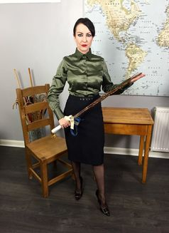 Miss Jessica Wood - dominatrix in Glasgow Photo 4 of 5