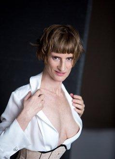 Miss Juliette - dominatrix in Berlin Photo 2 of 12