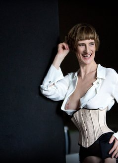 Miss Juliette - dominatrix in Berlin Photo 3 of 12