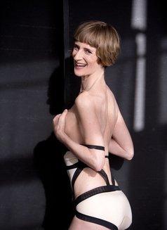Miss Juliette - dominatrix in Berlin Photo 8 of 11