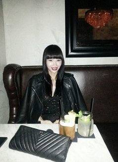 Miss N Oriental - Transsexual escort in Paris Photo 16 of 19