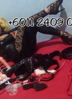 Mistress Berlyn Top Dome in Town - Transsexual dominatrix in Jakarta Photo 5 of 16