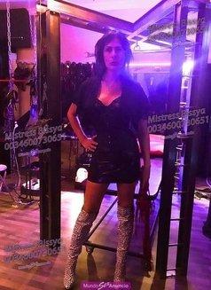 Mistress Bissya - Transsexual dominatrix in Barcelona Photo 7 of 13