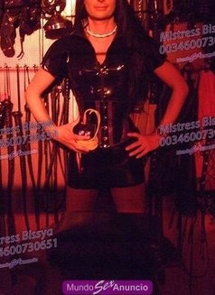 Mistress Bissya - Transsexual dominatrix in Barcelona Photo 10 of 13