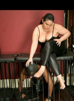 Mistress Cindy Ray - dominatrix in London Photo 9 of 14