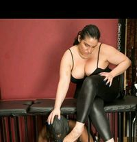 Mistress Cindy Ray - dominatrix in Paris
